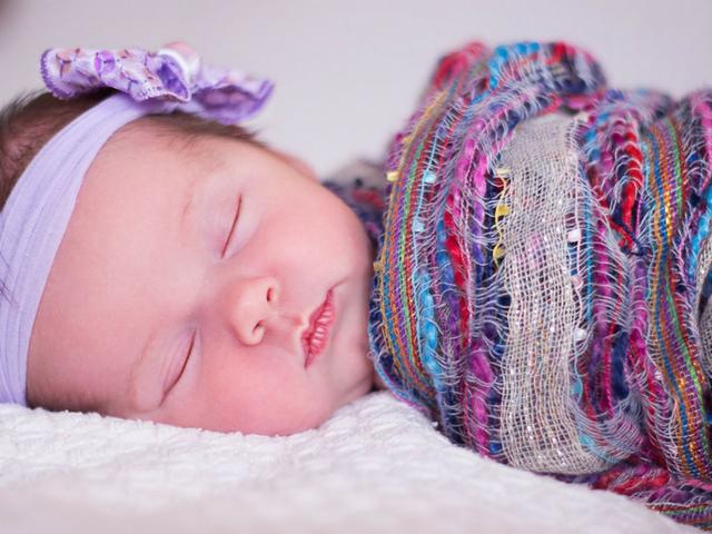 Laço e top de meia para bebe - Mamães de meninas: usar faixa ou lacinho de cabelo?